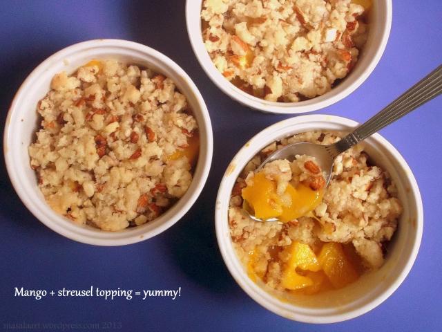 mango streusel crisp